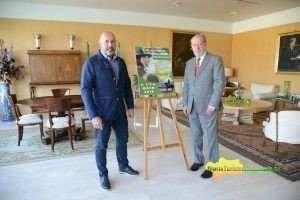 Entrevista del alcalde con Villalobos, al que ha explicado los pormenores del 20º aniversario del certamen.