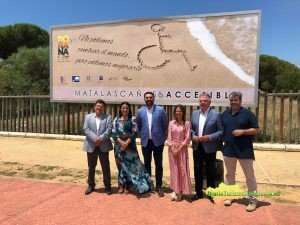 Francisco Javier Fernández visitó en los municipios de Ayamonte y de Almonte las nuevas infraestructuras, adaptadas a personas con discapacidad.