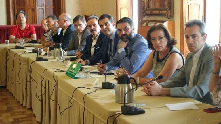 El consejero traslada al sector turístico local el contenido de esta iniciativa y el apoyo a la candidatura de la ciudad a la Capitalidad Gastronómica de 2019.