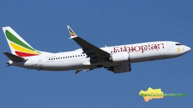 Un Boeing 737 MAX 8 con destino a Nairobi operado por Ethiopian Airlines se estrelló el domingo minutos después de despegar de Addis Abeba, provocando la muerte de las 157 personas a bordo. El mismo modelo, operado por Lion Air, se accidentó en Indonesia en octubre, matando a 189 persona.