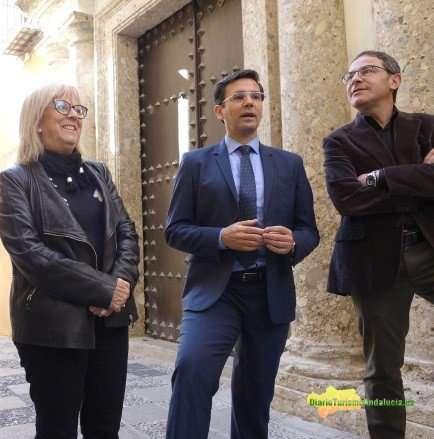 """Francisco Cuenca destaca que el nuevo museo de la ciudad sumará una """"oferta cultural de enorme calidad"""" en un espacio monumental """"único en toda Europa""""."""