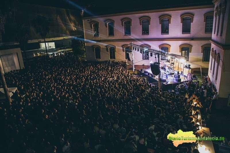 Unas 10.000 personas disfrutaron de la música y la literatura en una jornada que unió a escritores internacionales con los músicos más jóvenes del panorama nacional.