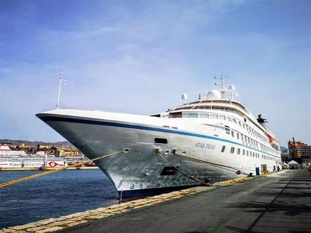 Este buque, que viaja con bandera de Nassau-Bahamas y tiene capacidad para 212 pasajeros y 145 tripulantes,