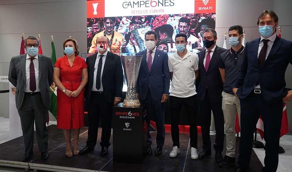 El presidente de la Junta de Andalucía, Juanma Moreno, ha afirmado este sábado sentirse muy orgulloso del Sevilla Fútbol Club