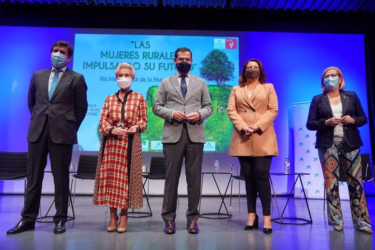 El presidente de la Junta de Andalucía, Juanma Moreno, ha asegurado que su Gobierno tiene el firme compromiso de trabajar por la igualdad real y efectiva entre hombres y mujeres.