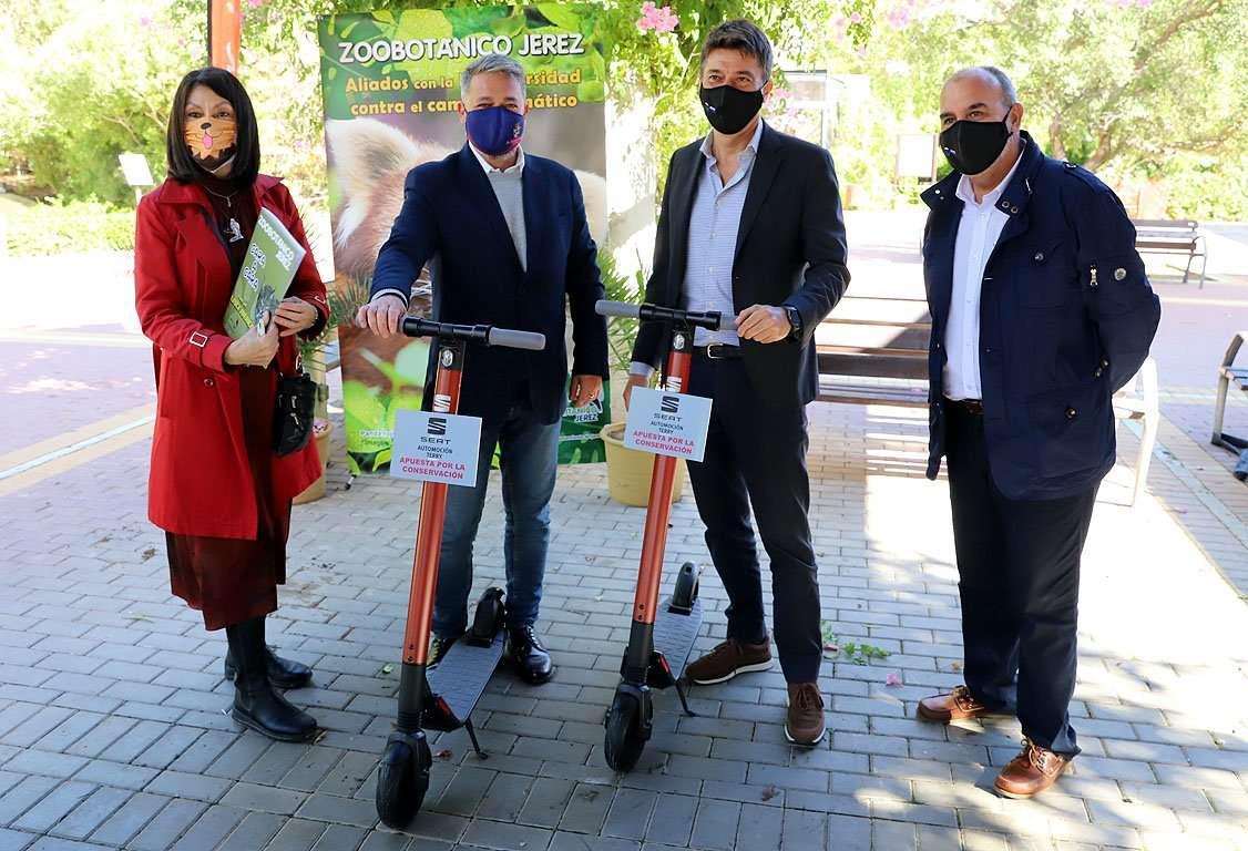 Dos patinetes eléctricos para el Zoobotánico de Jerez que cuenta en la actualidad con la colección zoológica más importante de Andalucía.